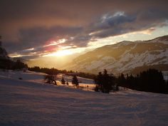 Fin d'une belle journée glisse. End of a great skiing day.  Et demain ? What about tomorrow? http://forfaits.megeve.com