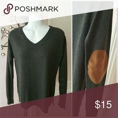 "🎅The Limited Heather Gray V-Neck🎅 Excellent used condition, Rich Heather gray color with caramel faux elbow patches, no piling snags or pulls 25"" long high low style ribbed bottom with side splits at the hem The Limited Sweaters V-Necks"
