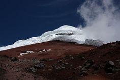Considerado o maior vulcão ativo do mundo, o Cotopaxi possui 5.897 metros de altura e uma cratera com 200 metros de profundidade. Esse atrativo natural de Quito se localiza no Parque Nacional Cotopaxi, a 60 km da capital equatoriana