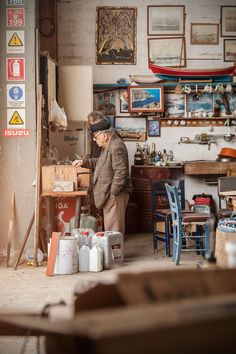 A shipyard of Kilada. One of the men stands by the gas stove and fries freshly caught sardines in olive oil. © Benjamin Tafel.