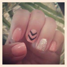 #nailspotting #chevron #sparkle