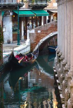 Where does one begin to start when discussing Italy. Well, if you intend to travel there, Rome and Venice are good places to start. In Loco, Italy Pictures, Italy Art, Italy Travel Tips, Venice Travel, Visit Italy, Jolie Photo, Italy Vacation, Venice Italy