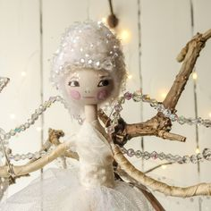 Sweet handcrafted angel Christmas Fairy, Christmas Angels, Vintage Fabrics, Swarovski Crystals, Glass Beads, Disney Princess, Sweet, Crafts, Manualidades