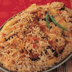 Recipe - Yemeni Style Siadeah - In a bowl, mix the fish with adeny chili mixture, 1 teaspoon curry powder (reserve 1 teaspoon of curry aside). Middle East Food, Middle Eastern Dishes, Middle Eastern Recipes, Rice Dishes, Tasty Dishes, Seafood Recipes, Cooking Recipes, Rice Recipes, Yummy Recipes