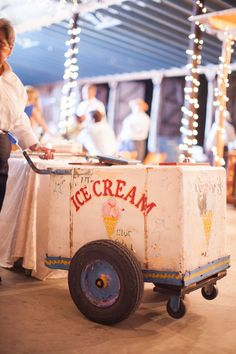 We're seeing this trend pop up more and more! Loving this vintage ice cream stand! {Jennifer Weems Photography}