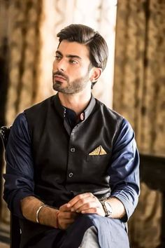 Check the best men kurta designs and shalwar Kameez styles 2020 from top Pakistani Men kurta brands. Don't forget to miss this hot Kurta list this summer. Kurta Pajama Men, Kurta Men, Fawad Khan Khoobsurat, Mens Shalwar Kameez, Mens Kurta Designs, Indian Man, Groom Wear, Sherwani, Bollywood Actors