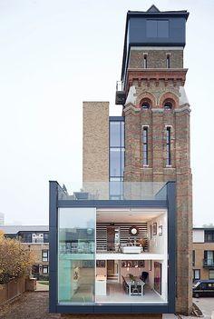 Alter Wasserturm mit kleinen Anbauten | KlonBlog