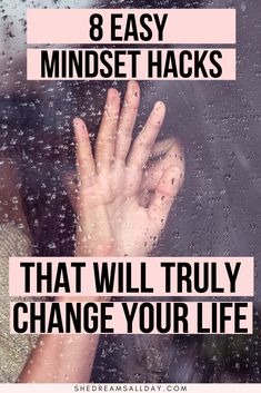 Mindset Hacks That Will Change Your Life : Easy ways to change your mindset. How you can change your mindset to be more happy, feel better and move forward with your dreams and achieve your goals. A positive mindset is essential for a positive life. Vie Positive, Positive Mindset, Self Development, Personal Development, Health Benefits, Health Tips, Mental Training, Foto Baby, Change Your Mindset