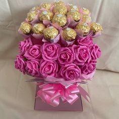 Ferrero Rocher Bouquet, Ferrero Rocher Chocolates, Valentines Day Baskets, Valentines Gift Box, Diy Valentine's Day Decorations, Valentines Day Decorations, Gift Bouquet, Candy Bouquet, Greeting Card Holder