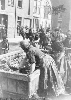 Scarborough, Scots Fisher Girls, Sandside Part of The Francis Frith Collection of nostalgic, historic photographs of Britain. Free to browse online today. Vintage Pictures, Old Pictures, Old Photos, Scarborough Castle, Scotland People, Bristol, Vintage Baskets, Donegal, Great British