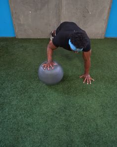 Tuck Jumps, Health Book, Fit Girl, Heath And Fitness, Medicine Ball, Side Wall, Gym Shorts, Fun At Work, 30 Seconds