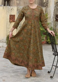 Инкарма — этно, бохо, винтаж, любовь и свобода Pakistani Fashion Casual, Pakistani Outfits, Indian Fashion, Simple Kurti Designs, Salwar Designs, Long Dress Design, Dress Neck Designs, Kurta Style, Frock Design