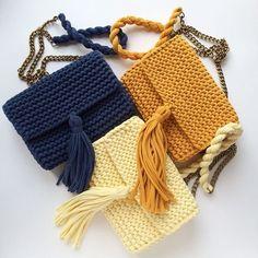 Girls just want to shop Clutch En Crochet, Crochet Backpack Pattern, Diy Crochet Bag, Crotchet Bags, Crochet Bag Tutorials, Crochet Market Bag, Knitted Bags, Crochet Yarn, Crochet Projects