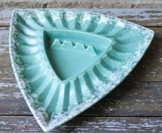 Royal HAEGER vintage mid century triangular ashtray teal speckled/dripped glaze on Etsy, $24.00