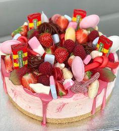 18th Birthday Cake, Birthday Brunch, Birthday Treats, Birthday Cake Decorating, Cake Decorating Supplies, Sweetie Cake, Quilted Cake, Macaroon Cake, Cake Picks