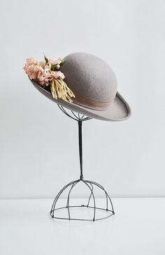 Winsome Posey Hat / vintage hat with flowers / vintage grey felt hat