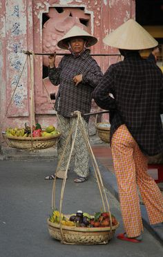 Street vendors in front of Hoi An Japanese covered bridge by Raphael Bick on Flickr - Hoi An, Quang Nam, Vietnam