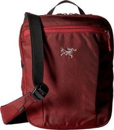 Arcteryx Slingblade 4 Shoulder Bag Aramon One Size. Adjustable shoulder strap can be worn in several configurations: over one shoulder, cross body, or tripod cross body by connecting the waist belt to the shoulder strap. Padded back panel with stash pocket fits smart phones up to 5.5 inches or a transit pass. sleeve fits tablet computers up to 10 inches. zippered mesh security pocket. External zippered horizontal pocket with key clip and internal organizational slots for phones, passport...