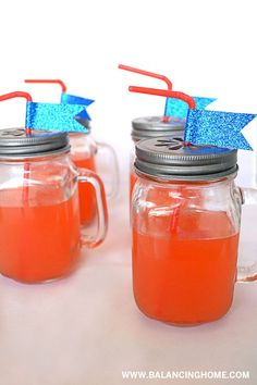 Dress up your mason jar with a flower punch lid and glitter tape. Happy 4 Of July, Fourth Of July, Washi Tape Crafts, July Crafts, House Party, Dessert Table, Summer Recipes, Tablescapes, Fun Ideas