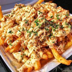 Grab these crab loaded fries at @mr_fries_man (we can't because we're in London) #lookatthatplate #fries #loadedfries #mrfriesman #loaded #crab #crabdishes #parsley #crabfries #foodporn #ilovefood #foodislife #foodisbae