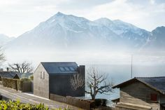 Beautiful house situated between the banks of Lake Thun that offers panoramic views of the lake and mountains - CAANdesign Lake Thun, Best Architects, Lake Mountain, Beautiful Homes, House Design, Mountains, Banks, Switzerland, Buildings