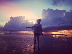 Instagram의 bori935님: 무슨 포즌지 알 수 없지만 신나보임 #근데세계3대석양답다 #아름답다 #코타키나발루 #우정여행 #친스타그램 #셀카 #셀피 #셀스타그램 #얼스타그램 #전신스타그램 #선셋 #