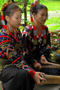 Photos: Philippines, Mindanao, female Tboli musicians - via Everywhere