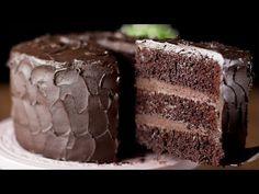 My favourtite dessert. Delicious Cake Recipes, Yummy Cakes, Sweet Recipes, Amazing Chocolate Cake Recipe, Chocolate Lava Cake, Torta Matilda, Romanian Desserts, Eclair, Crazy Cakes