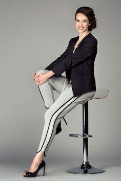 Tenue Sport Chic - Veste tailleur cintrée et pantalon effet jogging détaille côté. Collection Nina & Moi