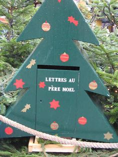 Every country does Christmas slightly differently, and the French - who, to their credit, rarely do things like the rest of the world - naturally have their own Christmas traditions, that they have just about held on to over the years.