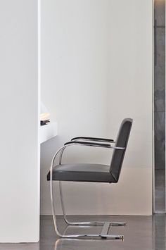 The Brno chair by Mies van der Rohe, Apartment in Monte-Carlo by Federico Delrosso _