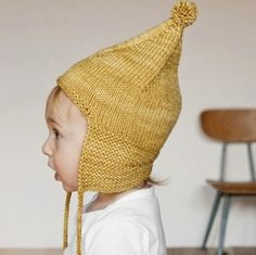 Misha and Puff pointy peak hat [hand knitted]