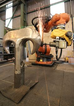 The Kume Grinding Robot at work in Irizar Forge Factory
