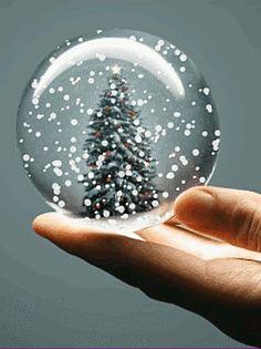 snow globe photo: Snow In A Globe Christmas Scenery, Christmas Snow Globes, Christmas Pictures, Christmas Colors, All Things Christmas, Winter Christmas, Christmas Time, Merry Christmas, Xmas