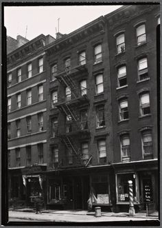 Jos. Rosen Groceries at 643 E. 9th St., between Ave. B & Ave. C, in Manhattan. My father grew up right across the street at 646 E. 9th. I believe it is a community garden now.