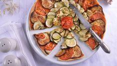 Elena Aymerich nos propone preparar para toda la familia esta receta en la que las verduras son las protagonistas. Seguro que esta Tarta de verduras en...