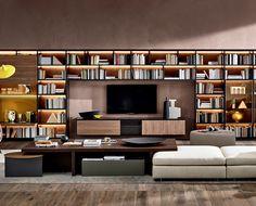 Flessibilità e funzionalità guidano il progetto 505, un sistema a spalla portante che si sviluppa in una serie di mobili componibili con ampia modularità, pensato come libreria e sistema TV.