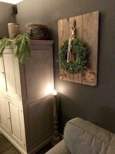 Cozy Christmas, Christmas And New Year, Christmas Wreaths, Christmas Crafts, Yule Decorations, Christmas Decorations, Christmas Interiors, Winter Home Decor, Christmas Arrangements