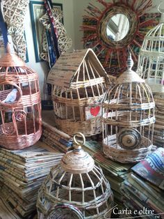 Rolled newspaper birdcages & baskets, diy tutorial! In Italian, but many photos, easy to follow!