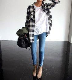 Un look de week-end avec une chemise à carreaux