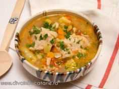 Romanian Food, Romanian Recipes, Dere, Cheeseburger Chowder, Soup Recipes, Curry, Good Food, Food And Drink, Dinner