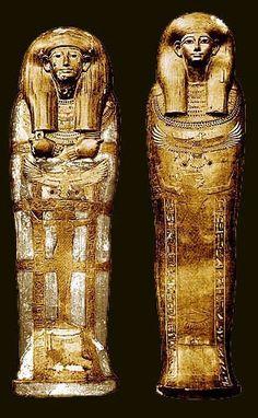 Caixões de Yuya. Antes da descoberta dos tesouros de Tutancâmon opulentos, a tumba de Yuya e Tuyu foi um dos enterros mais importantes a serem encontradas no Vale dos Reis. Descoberto em 05 de fevereiro de 1905, por James Quibell e Theodore M. Davis, o túmulo (designado KV 46) continha um dos conjuntos mais completos e bem feito de equipamento funerário então conhecidos.