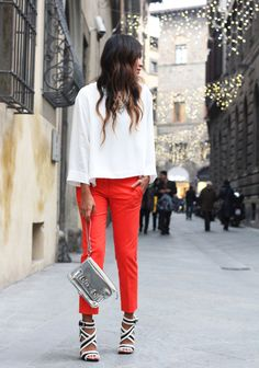 Sincerely, Jules: Luisa Via Roma: Style Lab Love Love Love this entire outfit. Coral Pants, Bright Pants, Orange Pants, Red Trousers, Sincerely Jules, Denim Outfit, Colorful Fashion, Fashion Pants, Street Style Women