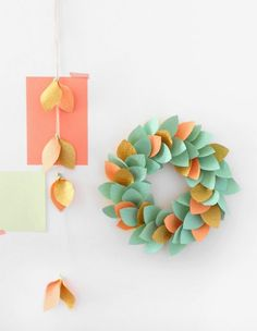 Learn how to make a paper wreath for Christmas with this step-by-step tutorial - with a stunning result.