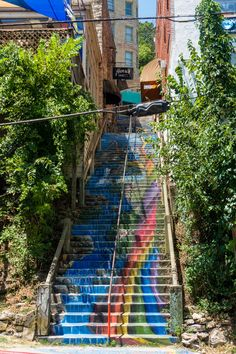 The charming town of Eureka Springs is anything but ordinary. These 6 things to do in Eureka Springs will spark when visiting! Mountain View Arkansas, Arkansas Mountains, Eureka Springs Arkansas, Fayetteville Arkansas, Bentonville Arkansas, Arkansas Vacations, Chapel In The Woods, Quick Travel, Great Buildings And Structures