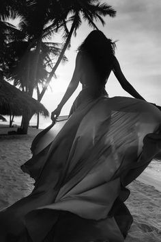 A fun image sharing community. Explore amazing art and photography and share your own visual inspiration! Beach Photography Poses, Beach Poses, Beach Shoot, Shotting Photo, Poses Photo, Silhouette, Foto Pose, Summer Photos, Black And White Photography