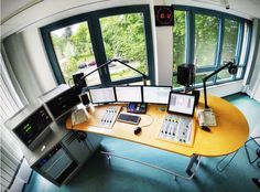 News Studio, Home Studio, Studio Setup, Studio Ideas, Love Radio, Home Music, Radio Design, Recording Studio Home, Booth Ideas
