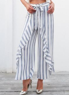 ZHI Vintage Vertical Striped Pleated Broad Leg Pants is necessary for cold weather, NewChic will show cheap trendy women Pants & Capris for you. Low Waist Jeans, Loose Fit Jeans, Gaucho, Trendy Plus Size Clothing, Plus Size Outfits, Classy Outfits, Trendy Outfits, Ruffle Pants, Striped Pants