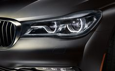 The BMW 750i xDrive in Sophisto Grey Brilliant Effect metallic.