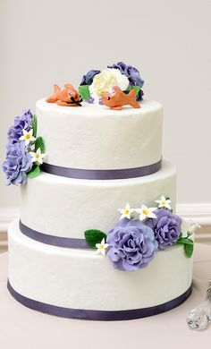 Cute! Wedding cake with purple flowers. Photo by http://aliciakingphotography.com Bride wore http://ninashoes.com/bride-285?utm_source=Pinterest&utm_medium=Social%20Media%20Campaign&utm_term=Wedding%20Inspiration%20&utm_content=purple%20wedding%20cake%20flowers%20Alicia%20King%20CR&utm_campaign=Wedding